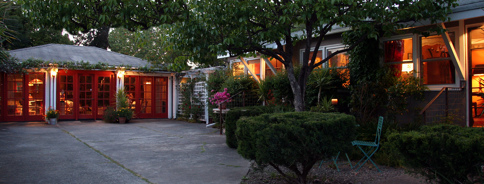 calistoga chien blanc bungalows
